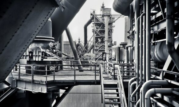 Monitoring the health status of industrial plants